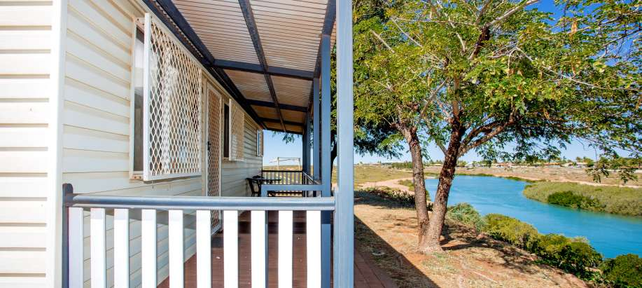 Pilbara Superior 2 Bedroom Waterfront Cabin - Sleeps 3 - Pet Friendly