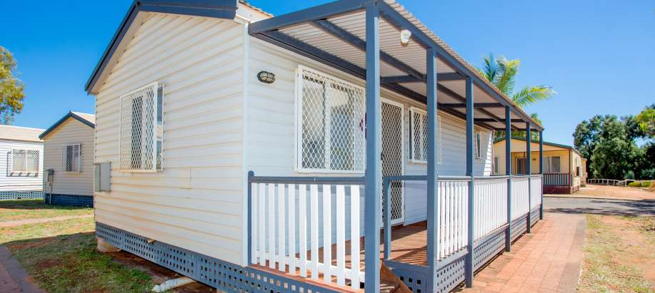 Pilbara Superior 2 Bedroom Waterfront Cabin - Sleeps 4