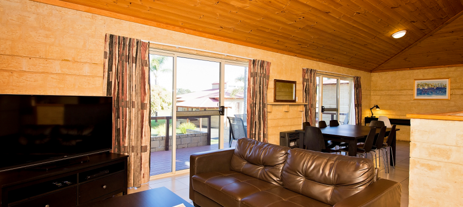 Bunbury Foreshore Bunbury Deluxe Waterfront 3 Bedroom Cabin