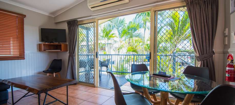 Fraser Street, Hervey Bay Fraser Coast Superior 2 Bedroom Spa Cabin - Sleeps 5