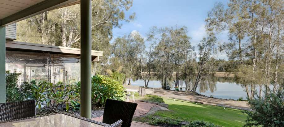 Wallamba River Deluxe 1 Bedroom Riverview Apartment