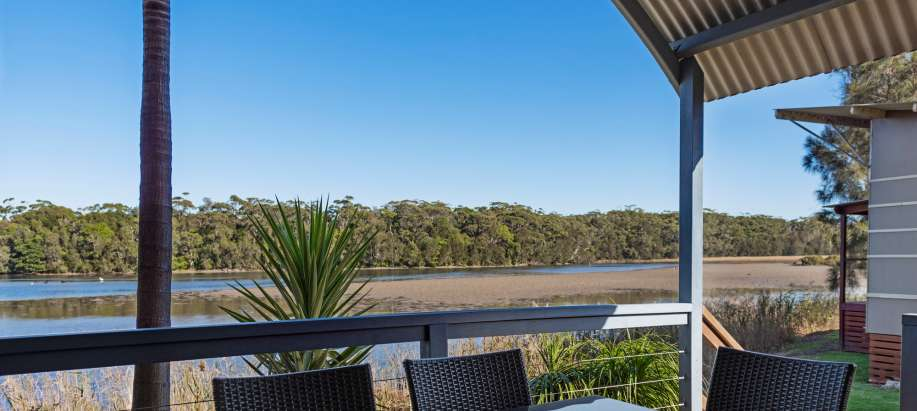Gerroa South Coast Deluxe 2 Bedroom Spa Cabin - Sleeps 6