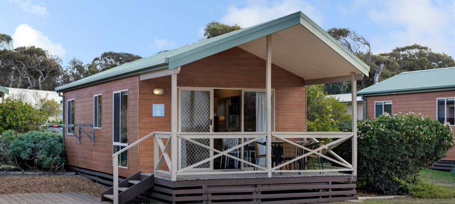 Deluxe 2 Bedroom Cabin - Sleeps 5