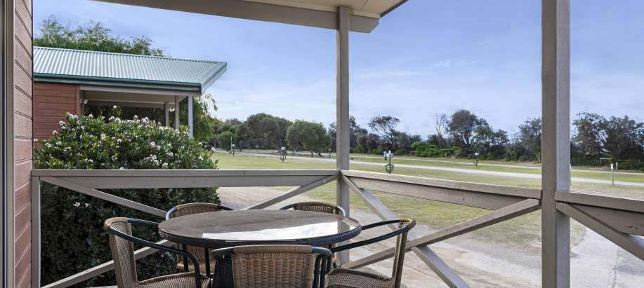 Pambula Beach Sapphire Coast Deluxe 2 Bedroom Cabin - Sleeps 5