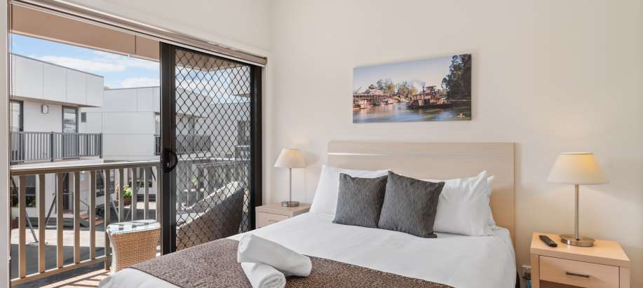 Melbourne Deluxe 3 Bedroom Apartment - Sleeps 8