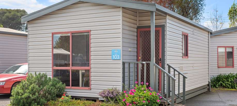 Melbourne Melbourne Standard 2 Bedroom Cabin - Sleeps 5