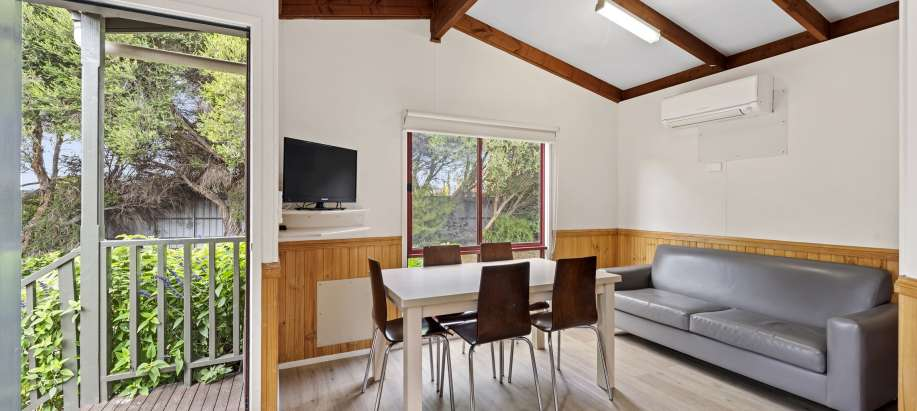 Melbourne Standard 2 Bedroom Cabin - Sleeps 6