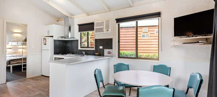 Warrnambool Great Ocean Road Deluxe 2 Bedroom Cabin - Sleeps 5