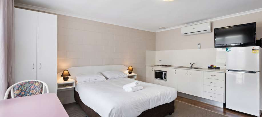 Great Ocean Road Standard Motel Room - Sleeps 5