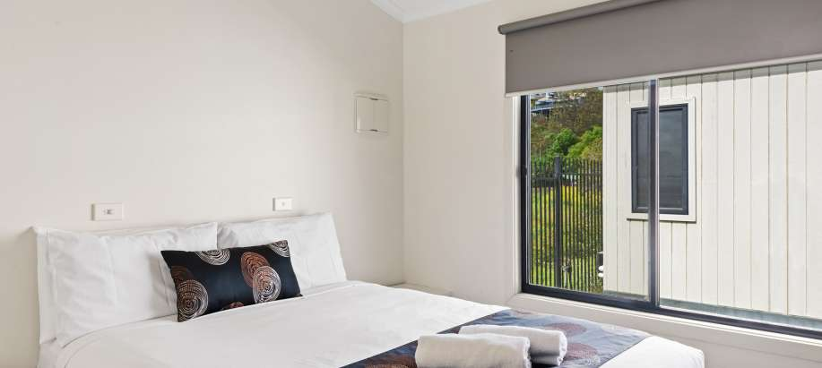 Geelong Deluxe Spa Cabin - Sleeps 6