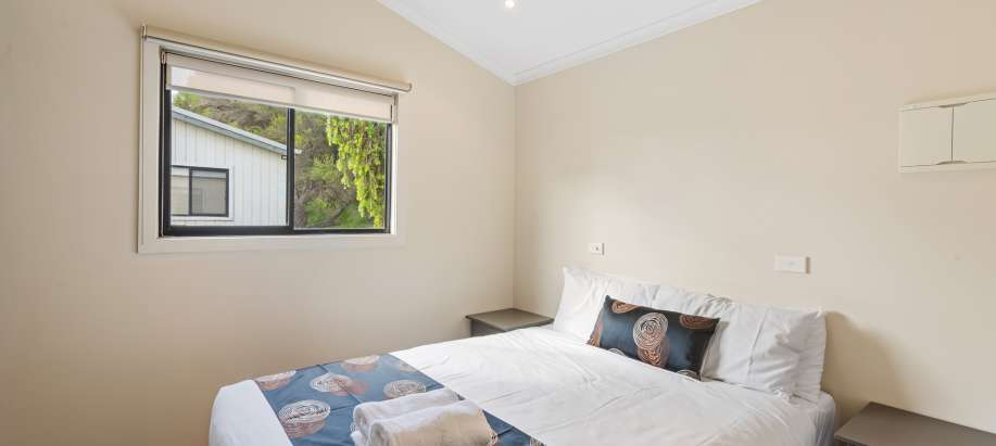 Geelong Deluxe Spa Cabin - Sleeps 2