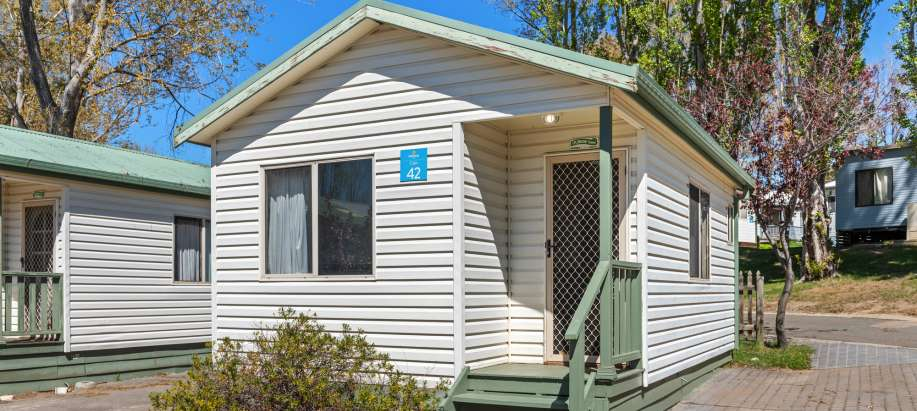 Jindabyne Snowy Mountains Standard 1 Bedroom Cabin - Sleeps 4