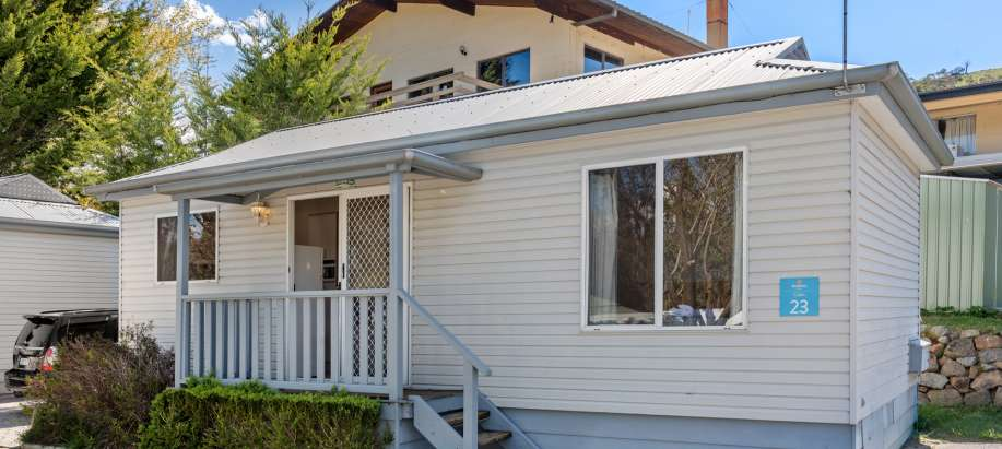 Jindabyne Snowy Mountains Superior 2 Bedroom Cabin - Sleeps 5