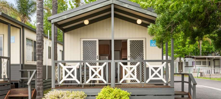 Albury Wodonga Superior 2 Bedroom Cabin - Sleeps 5