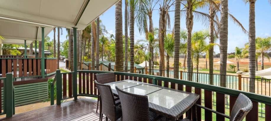 Albury Wodonga Superior 2 Bedroom Poolside Cabin