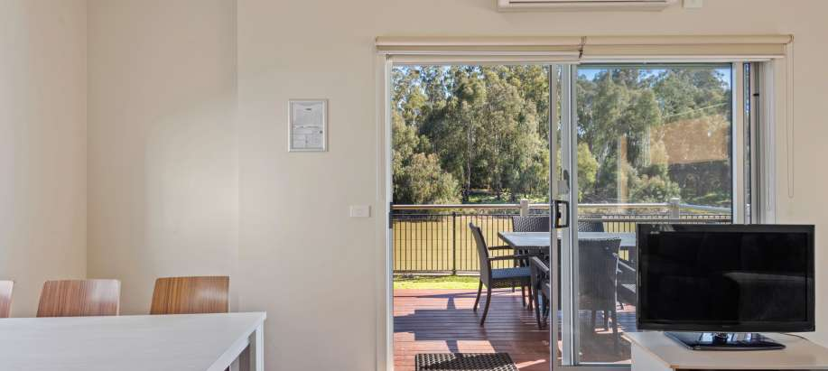 Maidens Inn Moama Murray Deluxe 2 Bedroom Cabin - Sleeps 6