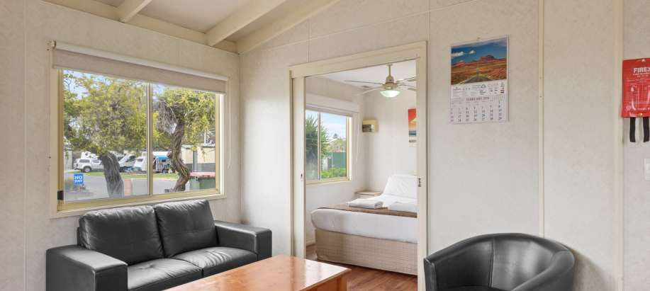 Adelaide Standard 1 Bedroom Cabin - Pet Friendly