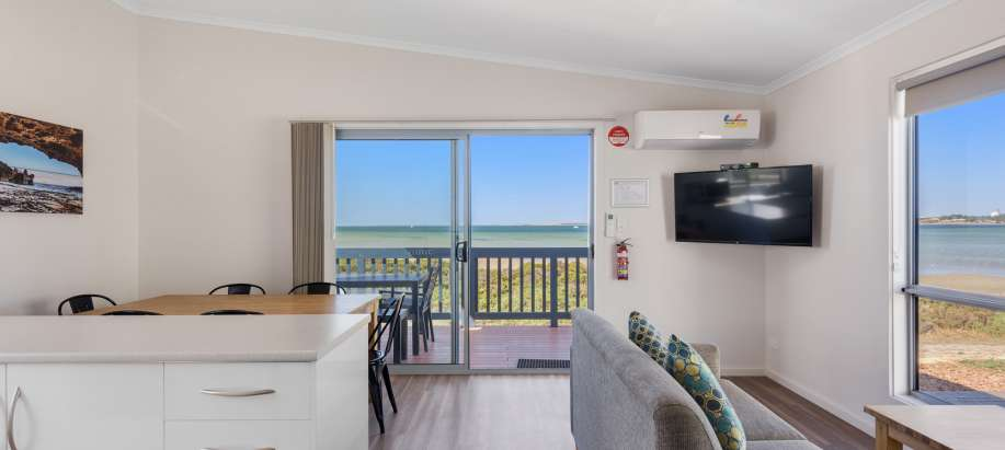 Eyre Peninsula Deluxe 3 Bedroom Beachfront Cabin