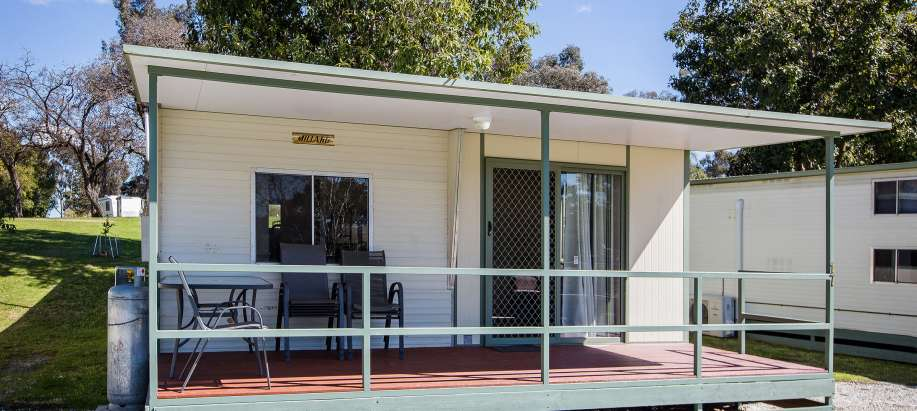 Albury Wodonga Standard 3 Bedroom Lakeview Cabin