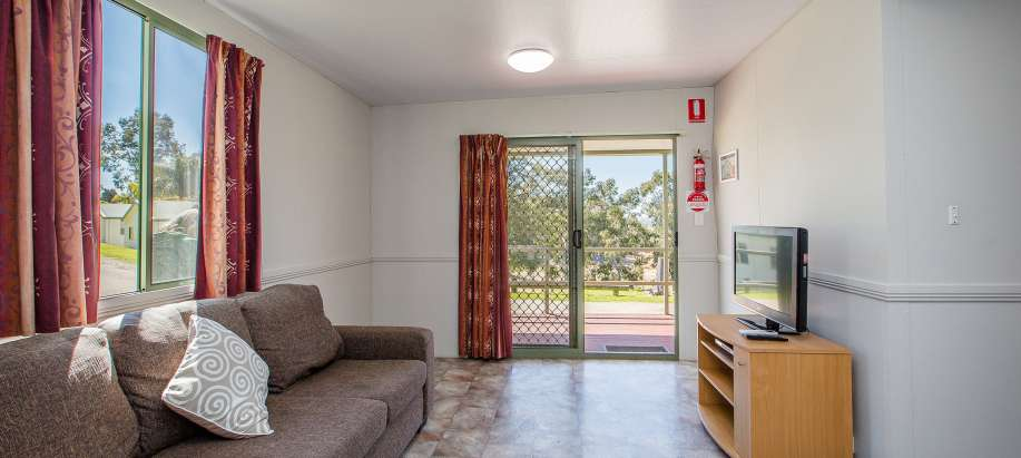 Albury Wodonga Economy 3 Bedroom Lakeview Cabin
