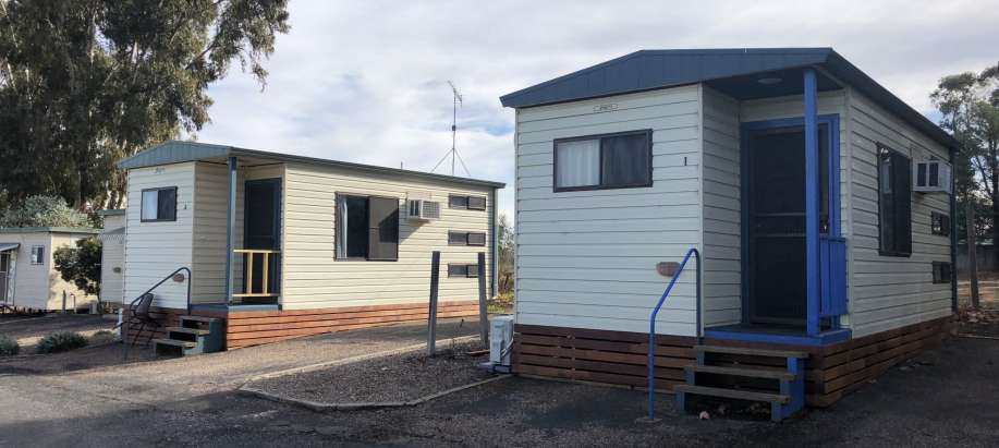 Narrandera - Riverina Park Cabin With Ensuite ( Pet Friendly )